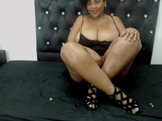 HUGEASSANDBOOBSx free nude cam